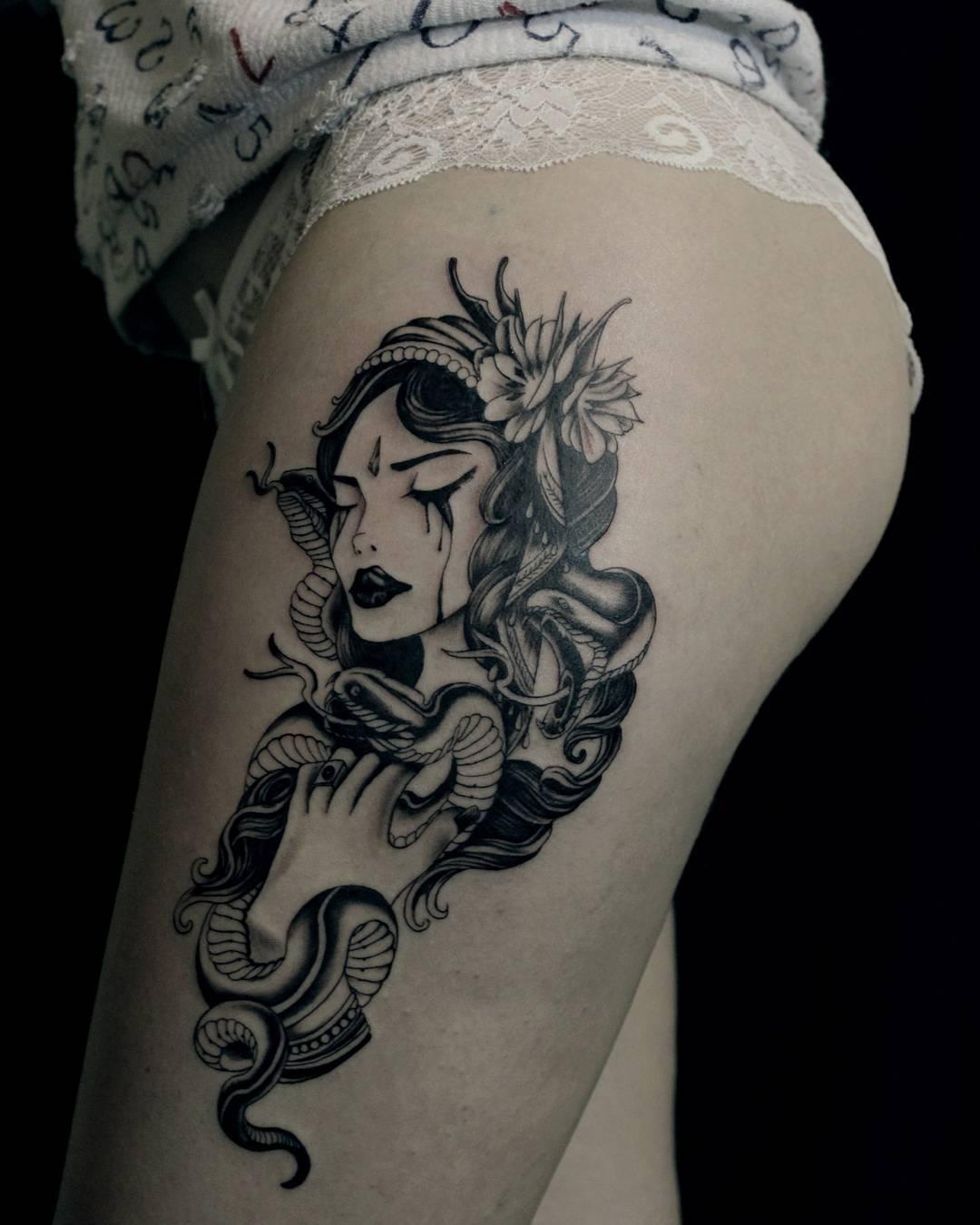 做展览行业的季小姐大腿美女蛇纹身图案