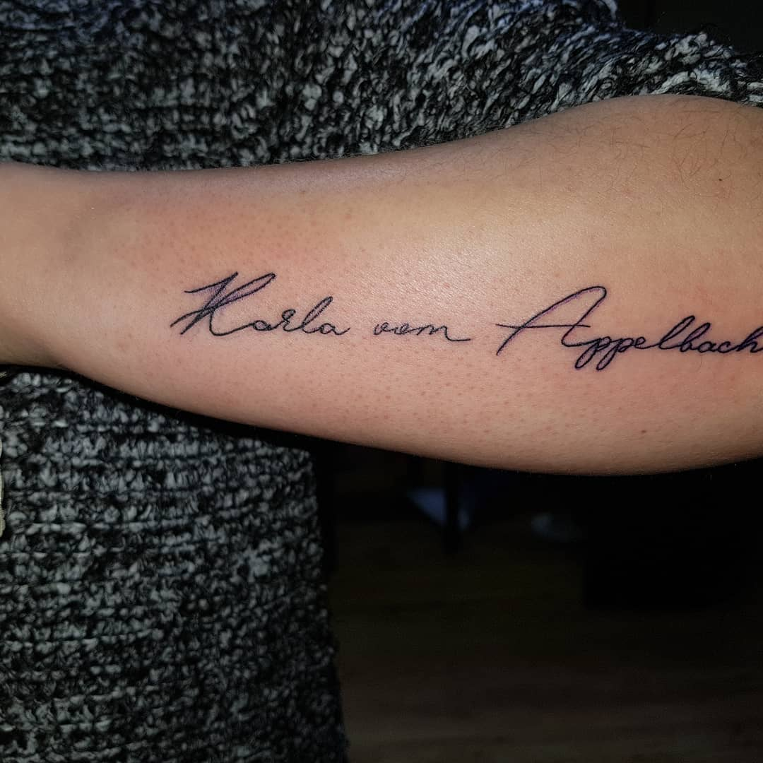 邹先生小臂英文字纹身图案